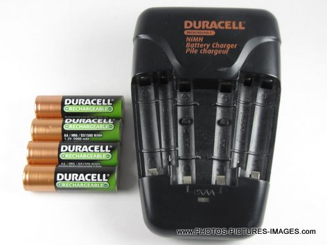 Duracell Value Charger With 4AA Pre Charged Rechargeable NiMH